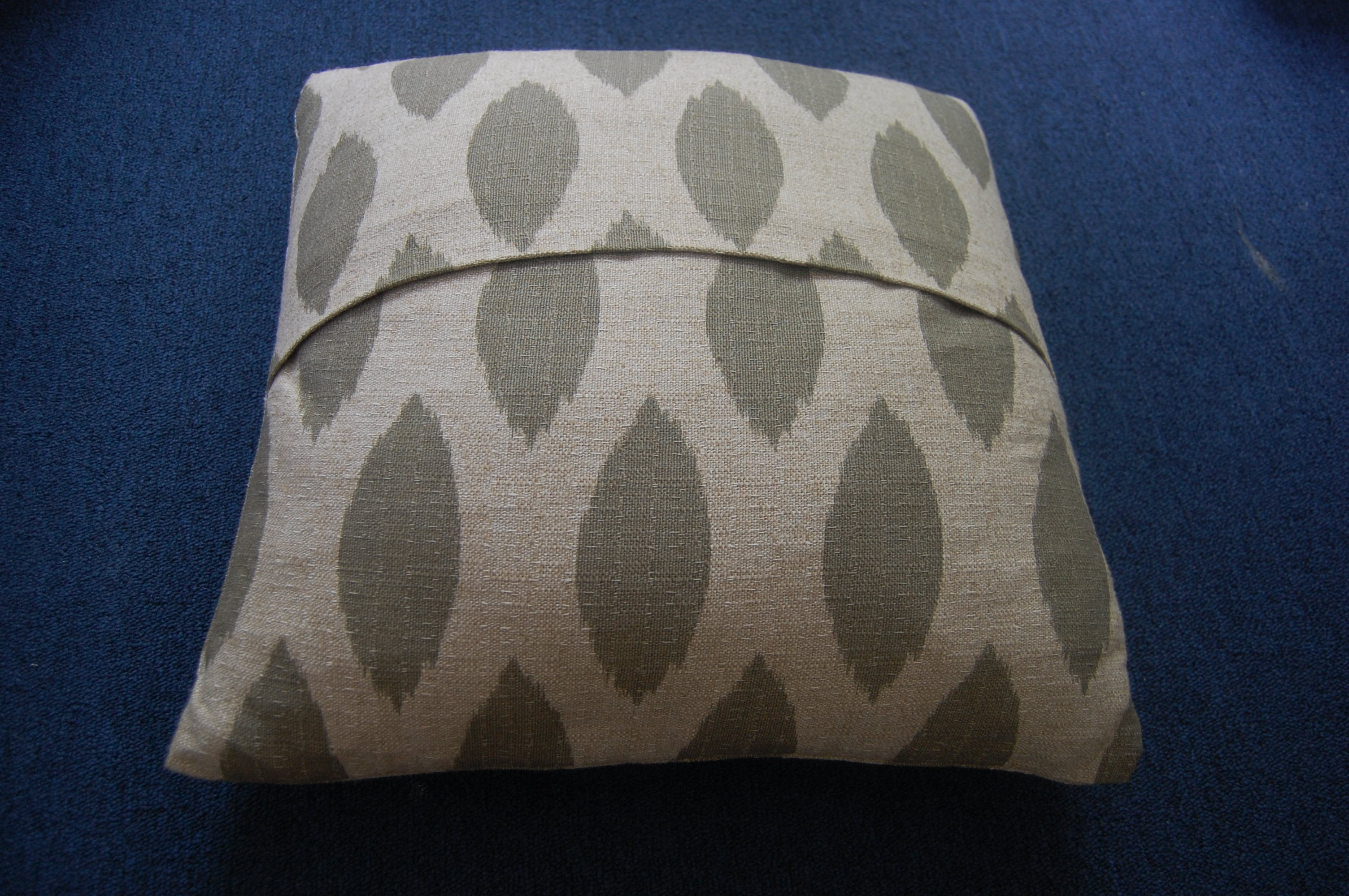 Sew Decorative Pillow Fabric : No Sew Pillow Covers ? Made2Style