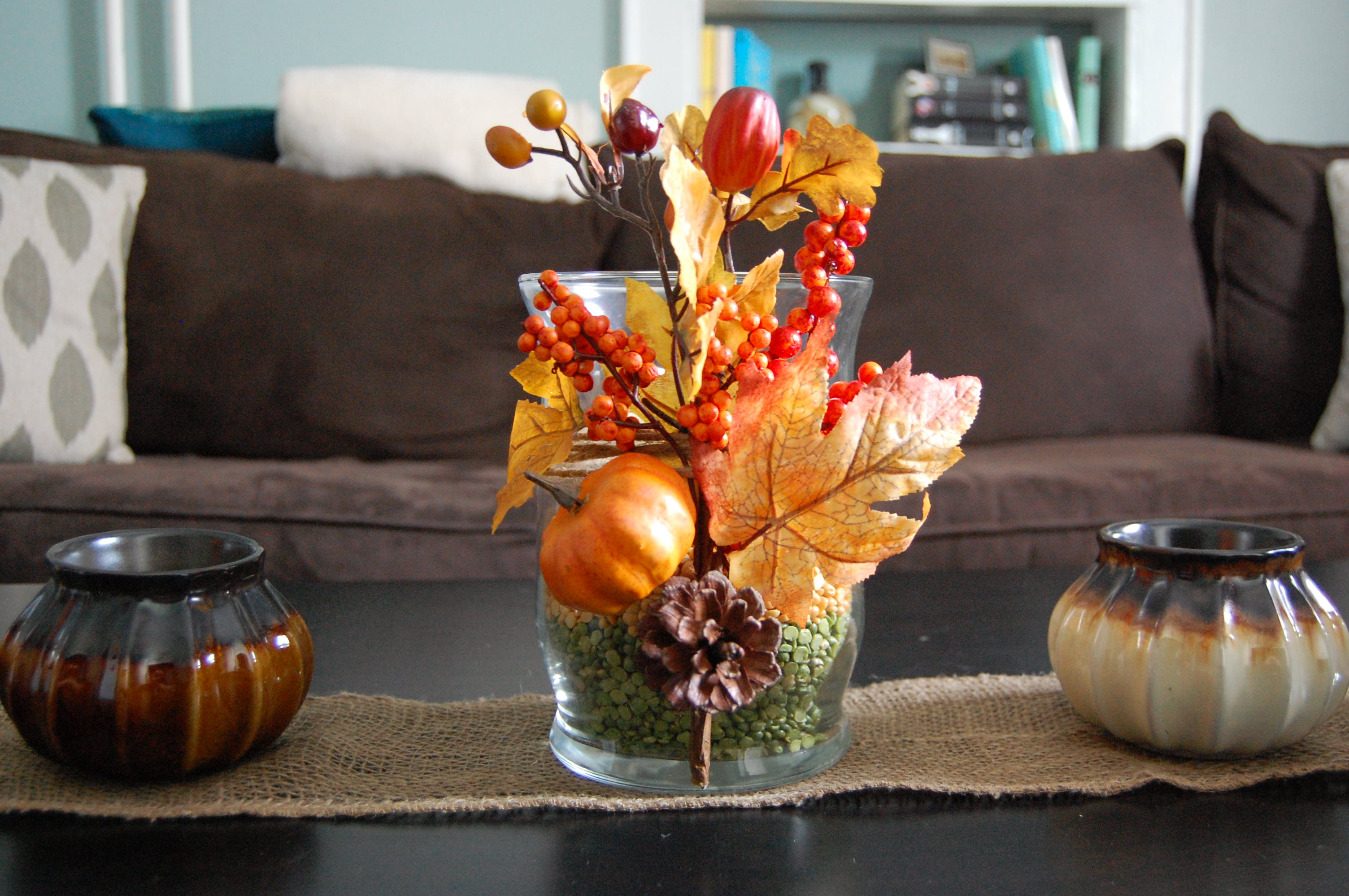 Fall table decor made2style for Pictures of fall table decorations