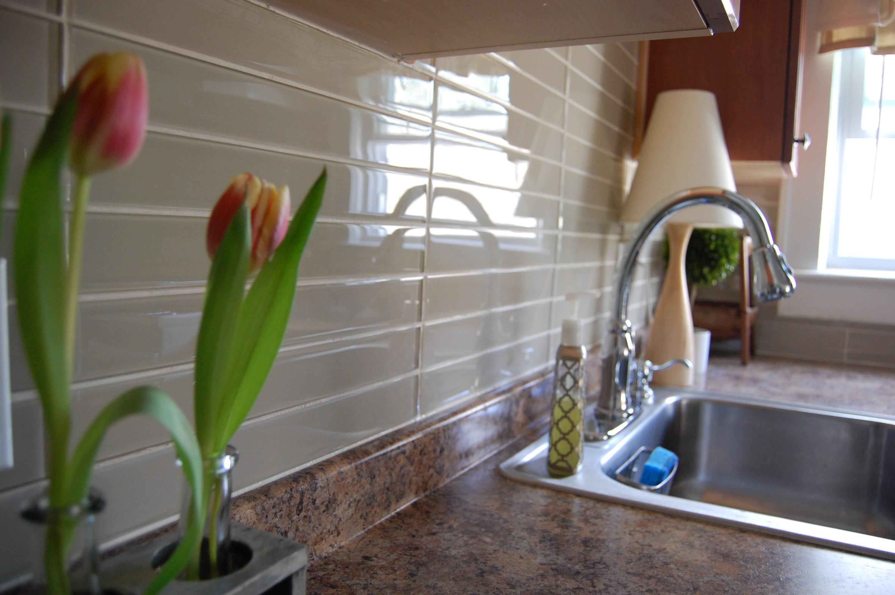 White Kitchen Backsplashes The Drama Of The Kitchen Backsplash Made2style